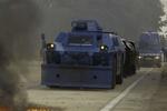 """الشرطة الفرنسية تستقبل أصحاب """"السترات الصفراء"""" بالدبابات"""