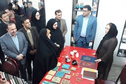 بازدید معاون رئیس جمهور از بازارچه صنایع دستی ایلام