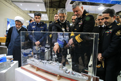 معرض إنجازات القوة البحرية التابعة للجيش الايراني / صور