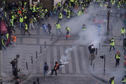 مظاهرات ضد مستثمرين في فرنسا/صور