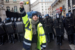 Paris'te Sarı Yeleklerin gösterisinde çok sayıda gözaltı