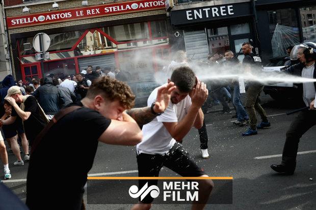لحظه استفاده پلیس فرانسه از گاز اشکآور به صورت مردم