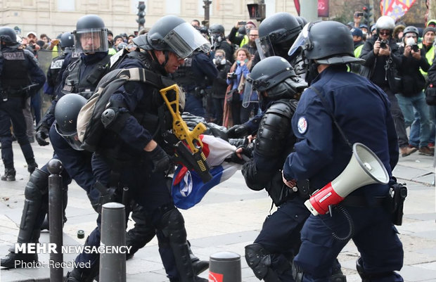 درگیری پلیس فرانسه با جلیقه زردها