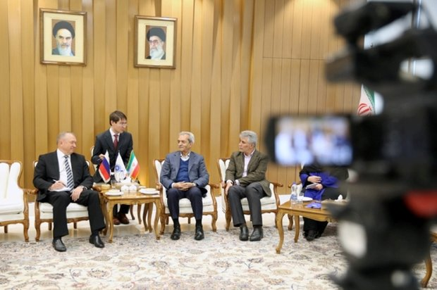 Iran, Russia stress support for private sectors in sanctions era