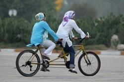 """مشروع قيادة الدراجة الهوائية في إيران """"عصفورين بحجر واحد"""""""