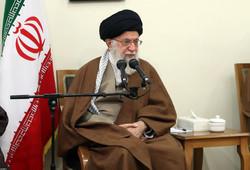 قائد الثورة الإسلامية يستقبل حشدا من أسر شهداء الدفاع المقدس