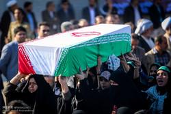 نقل رفات 44 شهيدا ايرانيا من الاراضي العراقية الى داخل ايران