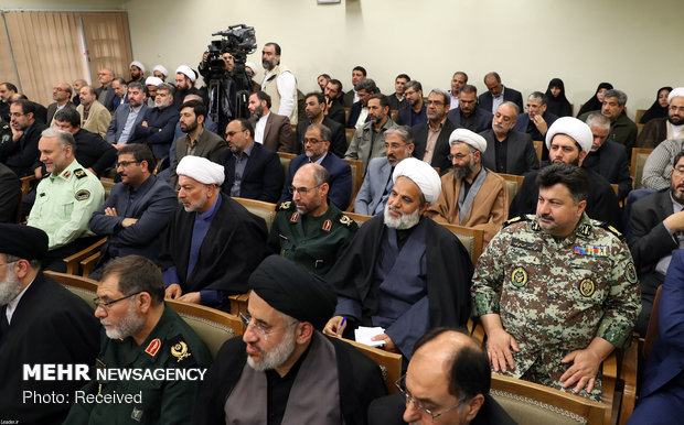 Leader receives personnel of S Khorasan Martyrs Congress