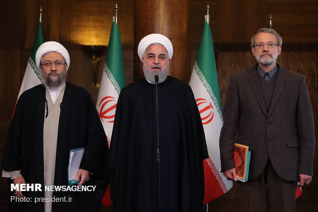 Ruhani: ABD'nin İran'a karşı petrol kısıtlaması sonuçsuz kaldı