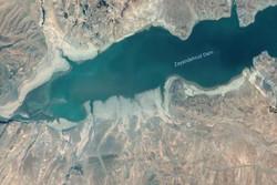 بیرون آمدن روستای تاریخی از دریاچه زایندهرود/ «جمالو» نمایان شد
