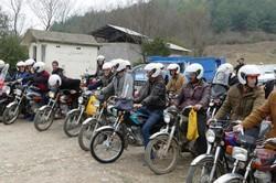 آموزش ۱۲ هزار موتور سوار در گیلان/۱۶۰۰ کلاه ایمنی توزیع شد