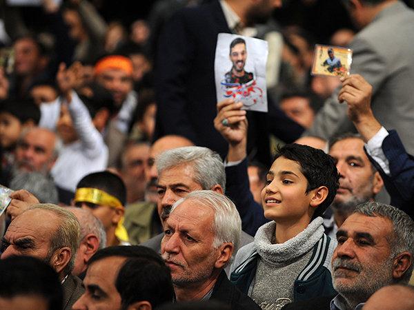 حاشیههای جالب از دیدار خانوادههای شهدا با رهبر انقلاب