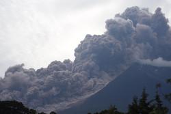 انڈونیشیا میں آتش فشاں سے پھر راکھ کا اخراج شروع ہوگیا