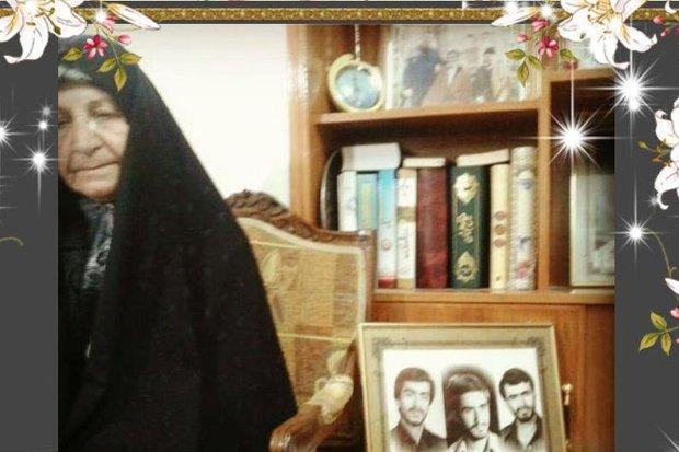 مادر شهیدان «حسینی نسب» از مواضع امامجمعه خرمآباد قدردانی کرد