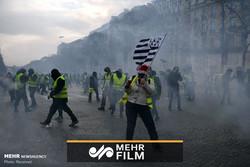 Fransa polisi bir kadının saçlarından tutup sürükledi