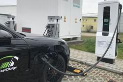 شارژ ۱۰۰ کیلومتری خودروهای برقی در ۳ دقیقه