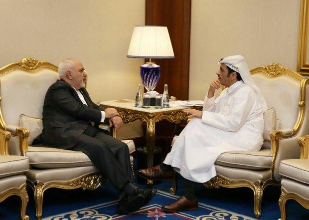 ظريف يبحث مع نظيره القطري أهم القضايا الإقليمية والدولية
