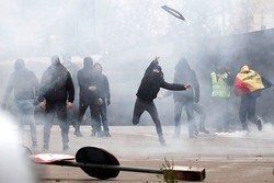معترضان بلژیکی با پلیس درگیر شدند/تجمع در برابر مقر کمیسیون اروپا