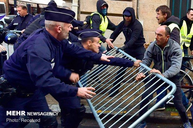 تلاش پلیس فرانسه برای سرکوب اعتراضات