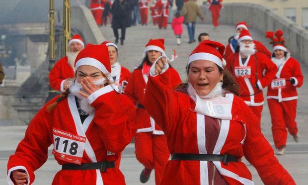 چین میں سالانہ سانتا ریس میں سینکڑوں افراد کی شرکت