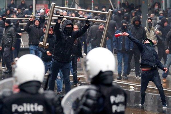 تظاهرات گسترده مردم بلژیک در پایتخت به درگیری با پلیس کشیده شد