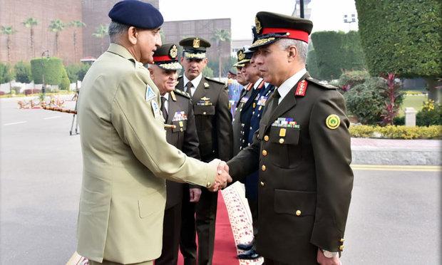 پاکستانی فوج کے سربراہ کی مصر ی فوج کے سربراہ سے ملاقات