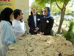 تولید و عرضه نان جو دو سر خالص در اصفهان به مناسبت شب یلدا