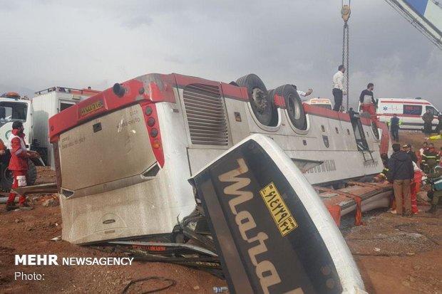 اتوبوس مسافربری در محور گرمسار-تهران واژگون شد/ مصدومیت ۲۵ نفر