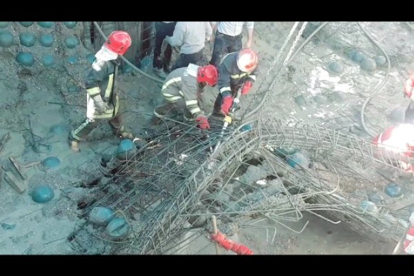 ادامه تلاش امدادگران برای آوار برداری/ یک نفر زیرآوار است