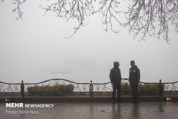 تبریز غرق در مه
