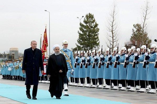 Erdoğan, Cumhurbaşkanı Ruhani'yi resmi törenle karşıladı