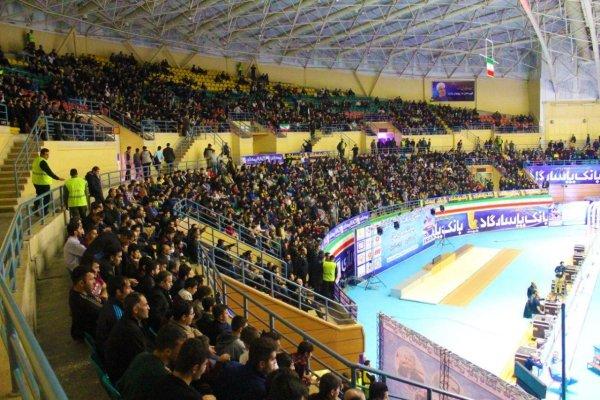 حضور ۵ هزار نفر در ورزشگاه/ اردبیلیها برای کشتی سنگتمام گذاشتند
