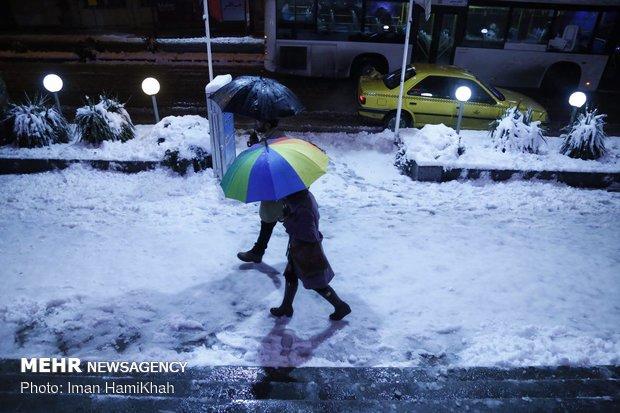 تساقط الثلوج في مدينة همدان الايرانية