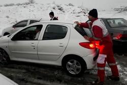 امداد رسانی به ۳۱۵ مسافر گرفتار در برف شهرستان دلفان