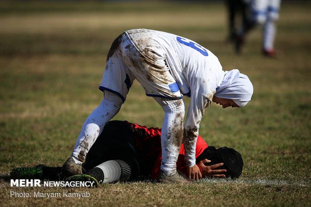 دیدار تیمهای فوتبال بانوان آذرخش تهران و ملوان انزلی