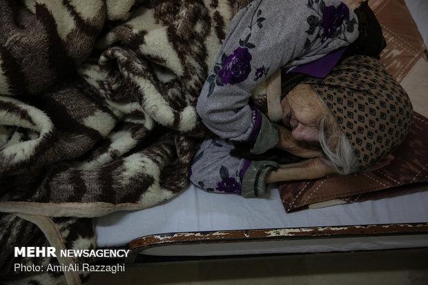 Night of 'Yalda' celebrated in nursing home in Sari یلدا در کنار سالمندان