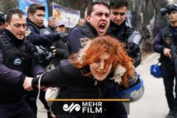 فلم/ اسپین میں پولیس اور مظاہرین کے درمیان جھڑپ
