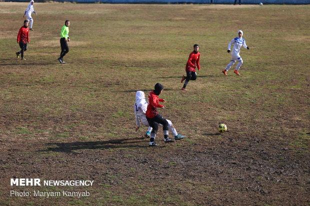 """لقاء منتخبي كرة القدم الإيرانيين للسيدات """"آذرخ طهران و""""ملوان انزلي"""""""