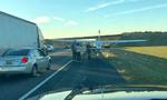 امریکہ میں چھوٹے طیارے کی ہائی وے پر ہنگامی لینڈنگ