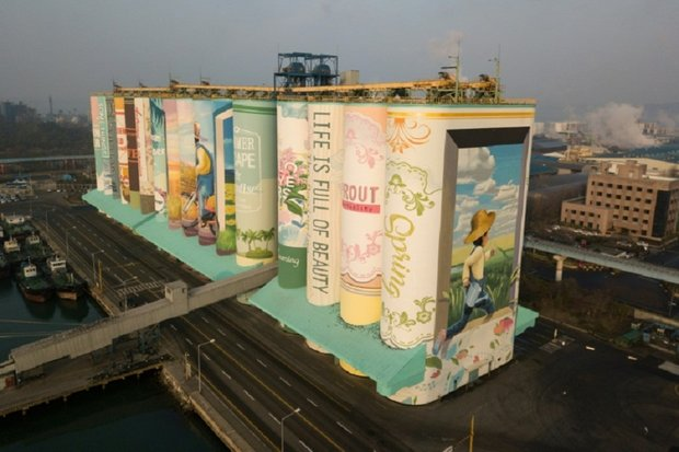 Artists turn grain silo into world's largest mural