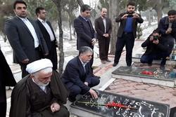 ادای احترام وزیر فرهنگ و ارشاد اسلامی به مقام شامخ شهدای ارومیه