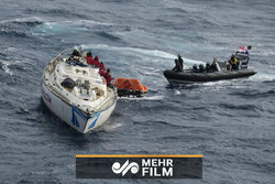 فلم/ سمندر سے دو افراد کو 20 دن کے بعد بچالیا گیا