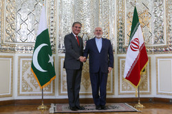 Zarif meets with Pakistani counterpart in Tehran