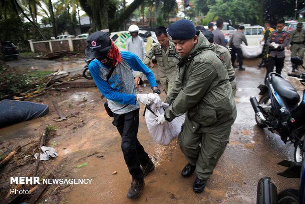 سونامی اندونزی ۴۲۹ کشته و ۱۴۵۸ مصدوم تاکنون درپی داشته است