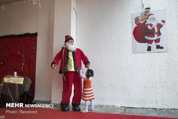 جشن کریسمس در محاصره صهیونیست ها