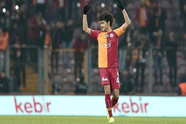 Galatasaray'da tarihe geçen genç: Mustafa Kapı