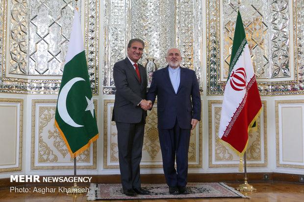 پاکستانی وزير خارجہ تہران پہنچ گئے