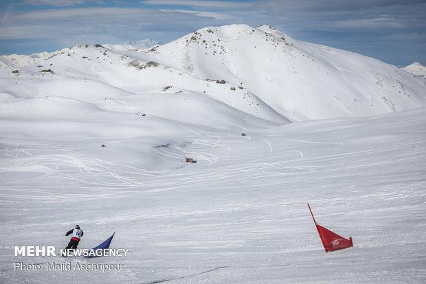 """من مسابقات التزلج """"اسنوبرد"""" في طهران"""