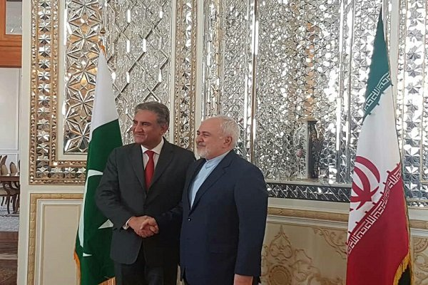 Pakistani FM pays first visit to Iran, meets with Zarif