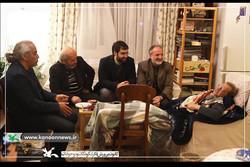 عیادت هنرمندان تئاتر و مسئولان کانون پرورش فکری از حسین محباهری